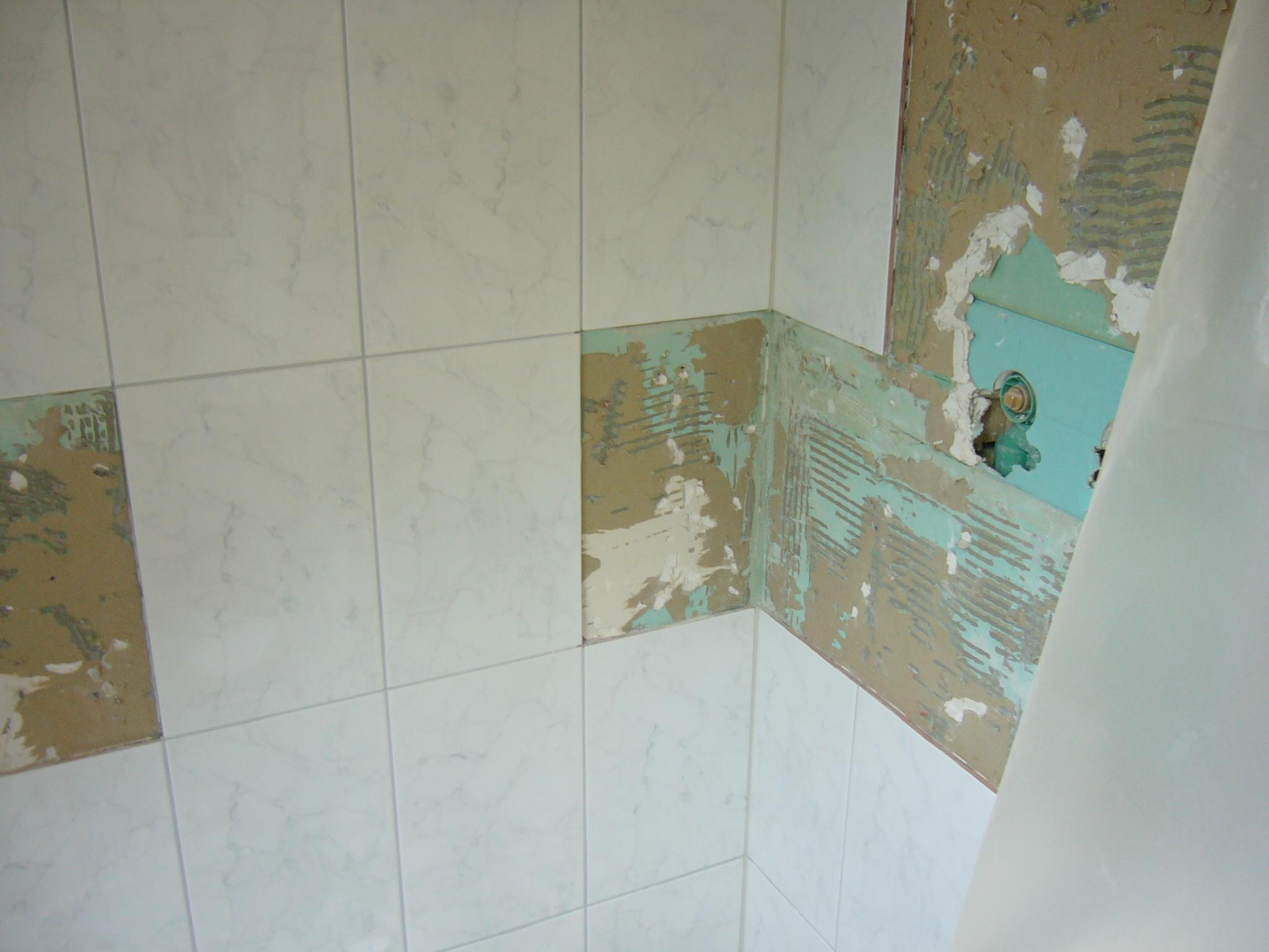 Wasserschaden sanierung badezimmer plattenleger plamenig for Sanierung badezimmer